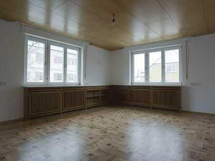 Helle 5-Zimmer-Wohnung, Zentrumslage in Bad Wurzach, grundenoviert, Parkett und Granit