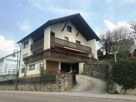 Großes Einfamilienhaus auf schönem Hanggrundstück in Scheyern