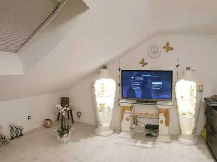 Schöne 3 Zimmerwohnung im geplegten 3FH