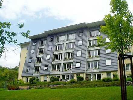 """Gepflegte 2-Zimmer-Senioren-Wohnung mit großem Wintergarten in der """"Villa Heuell""""!"""