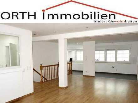 Geräumige 2 Zimmer Erdgeschoss Wohnung mit großem Souterrain und Hobbykeller in Worringen