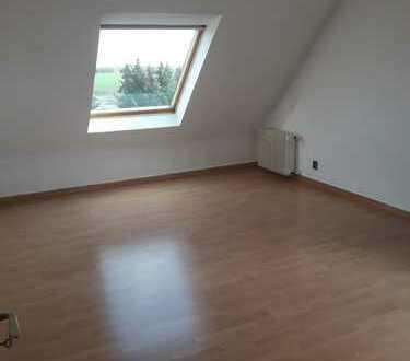 Gepflegte 3-Zimmer-Dachgeschosswohnung mit Balkon in Krefeld-Fischeln