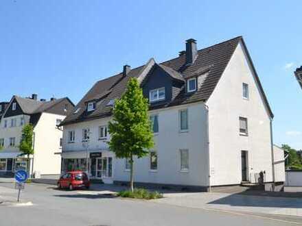 TOP Kapitalanlage! Ladenlokal, 2 Wohnungen, 1 Lager und Doppelgarage in Warstein-Belecke!