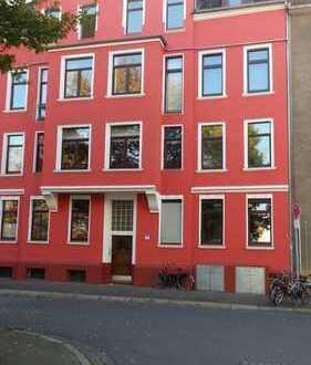 Modernisierte 3-Zimmer-DG-Wohnung mit Einbauküche in Hannover