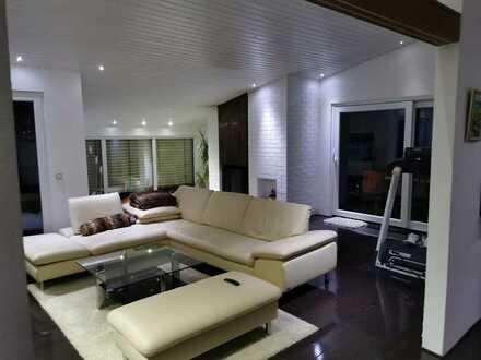 Vollständig renoviertes Einfamilienhaus mit Pool & Sauna in Top Lage