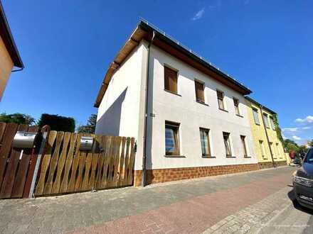Angrenzendes Einfamilienhaus inklusive Nebengelass und überdachte Terrasse in Schloßpark-Nähe von...