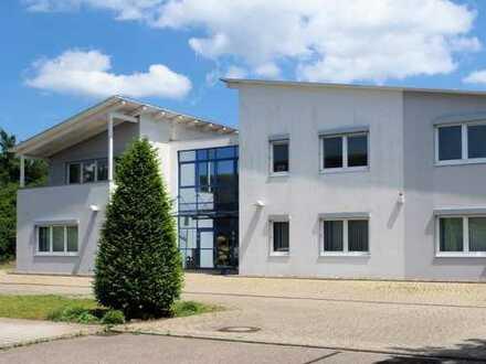 Freistehendes Bürogebäude im TOP-Zustand