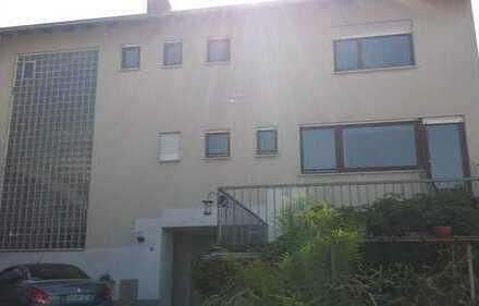 Einfamilienhaus mit sechs Zimmern und großem Garten in Darmstadt-Dieburg (Kreis), Seeheim-Jugenheim