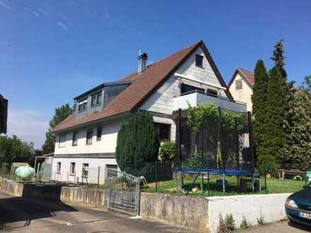 Große 4 Zimmer Wohnung mit Garten und Terrasse