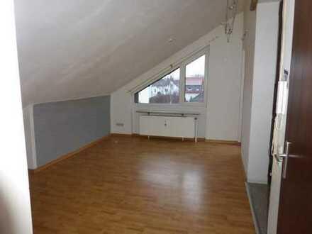 Gepflegte 2-Zimmer-Dachgeschosswohnung mit Balkon in Bad Münder am Deister