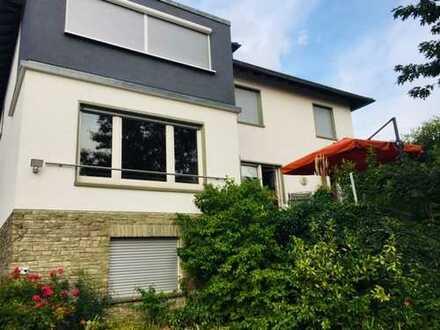 Zentrale, schöne 3-Zimmer-EG-Wohnung mit großer Terasse, Garten, Ofen und EBK in Bad Nauheim