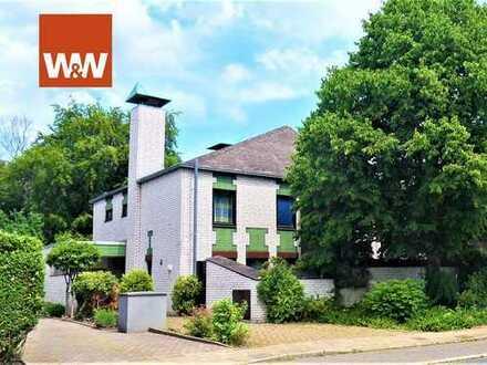 °traumhaftes Stadthaus° m. klarer Architektur, Schwimmhalle und schönem Garten