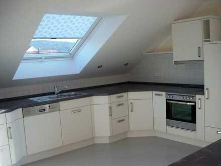 Neuwertige 3-Raum-Dachgeschosswohnung mit Balkon und Einbauküche in Cham
