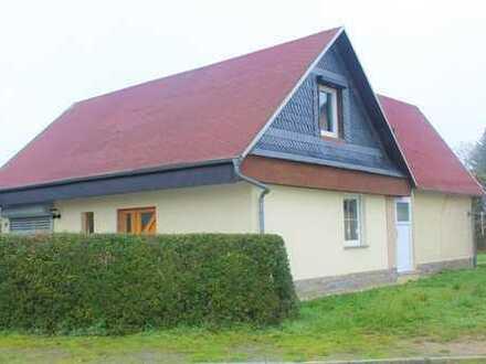 freistehendes Einfamilienhaus mit viel Platz und großzügigem Garten in Waldersee!