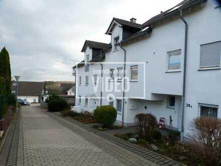 Geräumige Zwei-Zimmer-Wohnung in ruhiger Wohnlage - Balkon - Stellplätze -