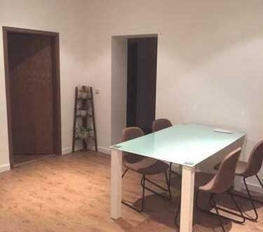 ***Uninahes, saniertes und möbliertes Zimmer in neu geschaffener WG***
