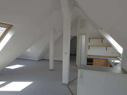 Individuelle 2-Zi.DG Wohnung in Niefern