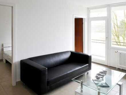 Exklusive, vollständig renovierte 2-Zimmer-Wohnung mit Balkon und EBK in Dellbrück, Köln