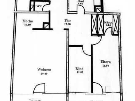Vollständig renovierte 3,5-Zimmer-Wohnung mit Balkon und Einbauküche in Bayreuth