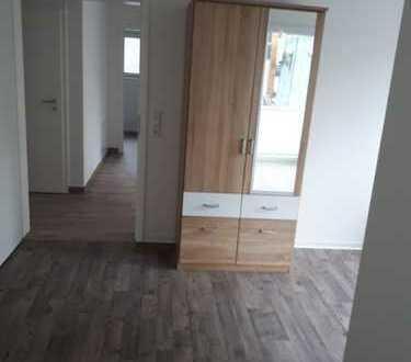 Toplage, 14 qm Zimmer in 4er WG, möbliert, kurzfristig zu vermieten mit eigenem Balkon und WLAN