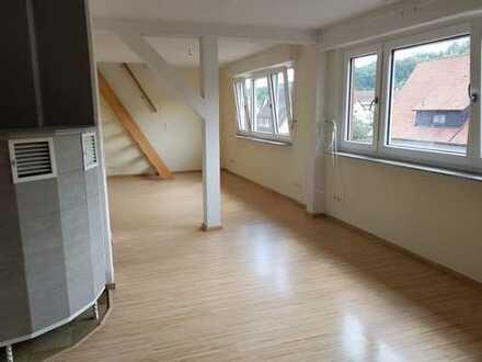 Modernisierte 3,5-Zimmer-Dachgeschosswohnung mit Balkon und EBK in Vaihingen/Enz