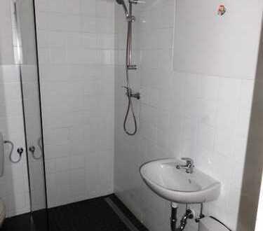 **Top sanierte EG - Wohnung in guter Lage !** Das Bad ist altengerecht umgebaut !