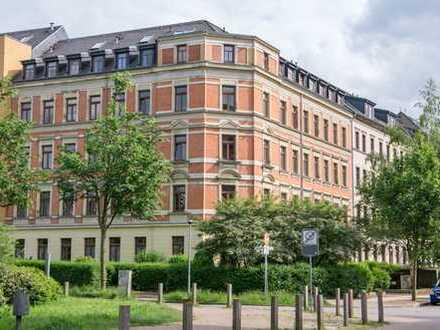 4-Zimmer-Wohnung mit Parkett und Terrasse zum grünen Innenhof