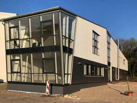 Gewerbe- und Bürohalle in Schacht-Audorf zu vermieten