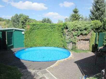 Haus mit Pool sucht neue Eigentümer in Hergisdorf!