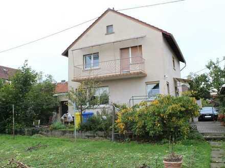 Haus mit schönem Grundstück sucht neue Familie.