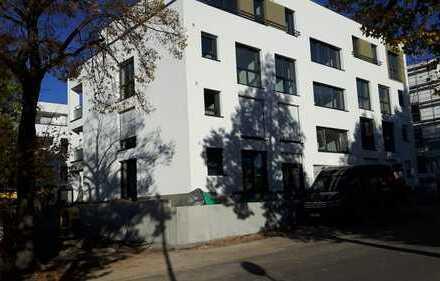 Erstbezug: exklusive 3,5-Zimmer-Terrassenwohnung mit Einbauküche in Leonberg