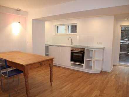 Ruhige 2-Zimmer-Souterrain Wohnung mit Terrasse in Lindenthal Nähe Uniklinik