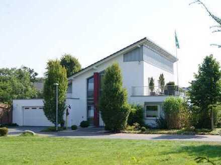 Topmodernes Einfamilienhaus mit großer Garage sowie Geräteraum in Toplage