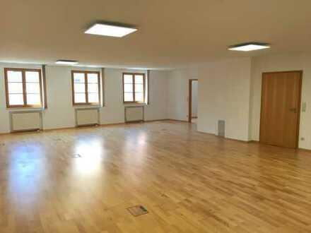 BÜROFLÄCHE/RÄUME in Traunstein Zentrum zu vermieten *Erweiterbar auf 220qm*