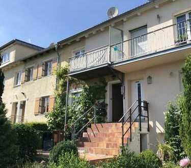 Charmantes Reihenhaus mit Garten und Burgblick. 90 m², 5 Zimmer ab 1.8 oder 1.9.18