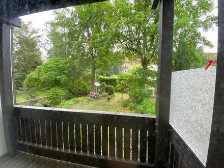 Ab sofort! Zentral gelegene Wohnung mit Balkon und Einbauküche!