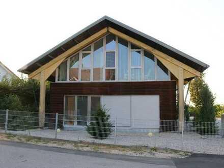 1 Geschäfts und 1 Wohnhaus in modernen Baustiel