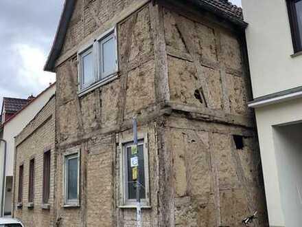 Handwerker aufgepasst! Entkerntes Fachwerkhaus / Hofreite im alten Ortskern von Nieder-Erlenbach