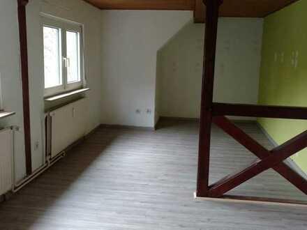 Gemütliche DG-Wohnung, ideal für junge Leute