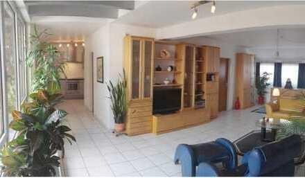 Exklusive, geräumige und gepflegte 3-Zimmer-DachMaisonette-Wohnung mit Balkon und Einbauküche in Ulm