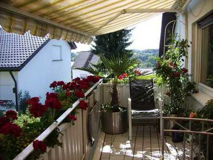 gepflegte 3,5 ZKB. Dachgeschoßwohnung m. Einbauküche und Südbalkon in KA-Grünwettersbach