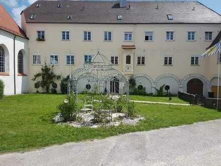 WOW - Kuschliges 2,5 Zi-Dachgeschoss in historischem Gebäude mit EBK in Holzgünz!