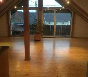 Gepflegte 3-Zimmer-DG-Wohnung mit Balkon und Einbauküche in Bermatingen / Ahausen