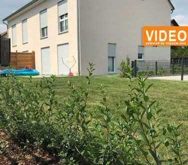 Machen Sie diese neue DHH mit Garten und Studio im Dachgeschoss zu Ihrem Familiendomizil.