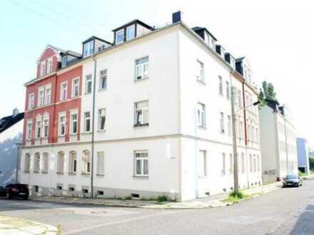 Moderne, helle und gut geschnittene Drei-Raum-Wohnung im Dachgeschoss