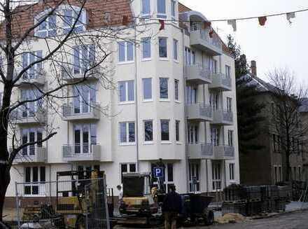 Ansprechende 2-Zimmer-Wohnung mit 2 Balkonen und Einbauküche in Dresden-Cotta