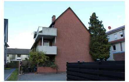 Modernisierte 4-Zimmer-Dachgeschosswohnung mit Balkon, Kamin, Stellplatz und exklusivem Dachboden