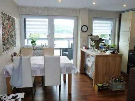 Sehr schöne, vollständig renovierte 3-Zi-Wohnung mit 2 Balkonen und Einbauküche in Marktheidenfeld