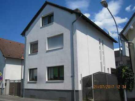 Schönes Haus mit fünf Zimmern in Darmstadt-Dieburg (Kreis), Pfungstadt
