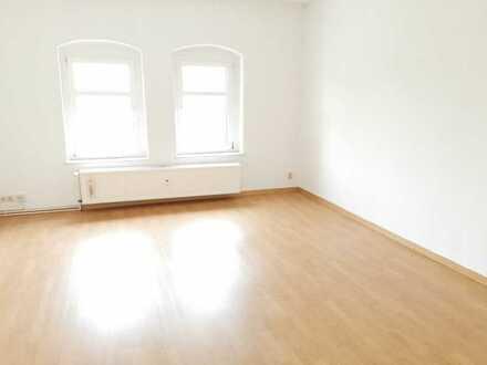 Lugau; 2,5 Raum-DG-Whg., + Eßzimmer, Laminat, Bad mit Wanne, gemütlich,